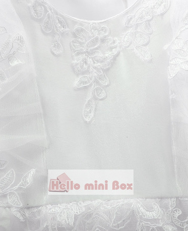 Daugiasluoksnės rankovės su dvigubomis dekoratyvinėmis juostelėmis su nėriniu krikštynos suknele