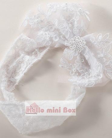 Handgemachtes Perlen-Taufkleid der großen Blumenseide Spitze mit dekorativem Band
