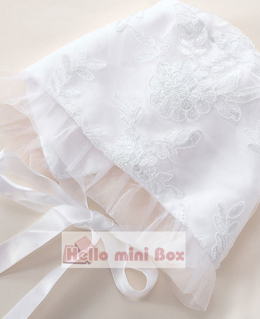 Rochie de botez cu dantelă clasică lungă și cu dantelă