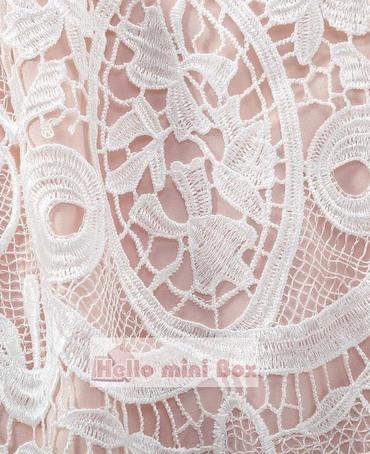 Blød af høj kvalitet kemisk blonder dåpskjole med bælter og hat